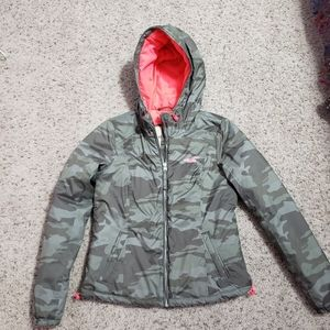 HOLLISTER camo puffer jacket with quilted inside
